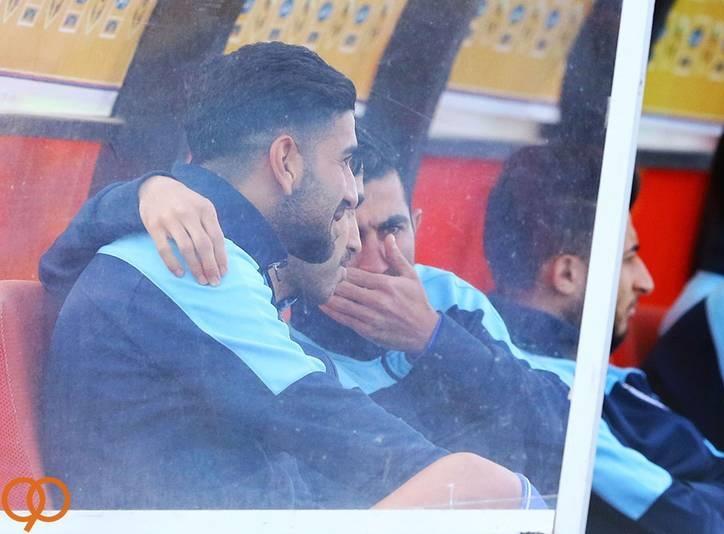 عکس/ صحبت های درگوشی روی نیمکت استقلال