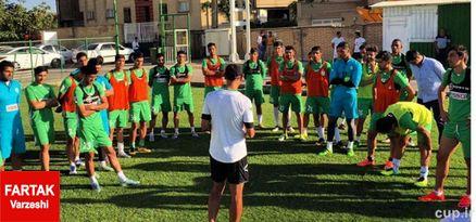 گل محمدی بر سر تیمش حاضر شد