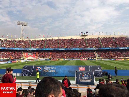 هواداران پرسپولیس با چالش سیبیل در استادیوم آزادی+عکس