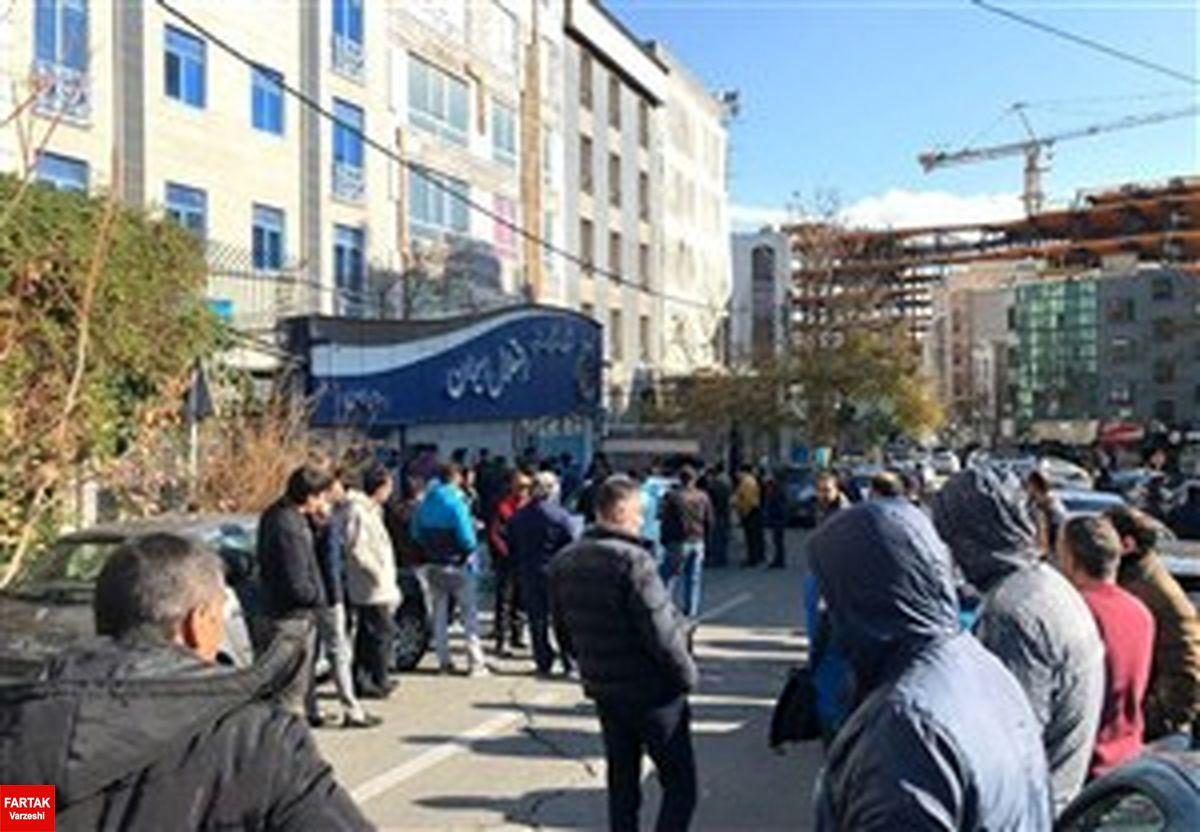 اعتراض های تند هواداران استقلال به حنیف و مظلومی