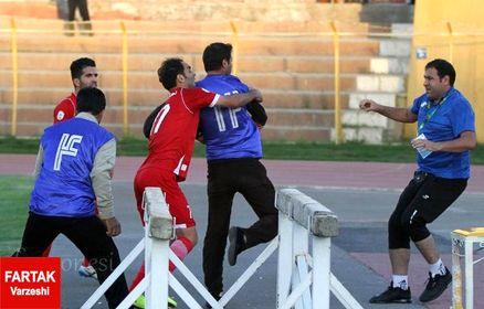 اختصاصی/جنجال در راهروی بازی خیبر-پارس جنوبی/ انتقال مربی پارس به بیمارستان