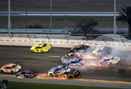 فیلم/برخورد 19 ماشین رالی در مسابقات اتومبیلرانی