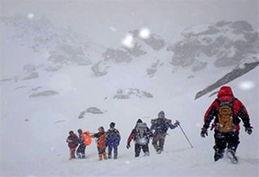 کوهنوردان مشهدی جان باخته در اشترانکوه تشییع شدند + فیلم