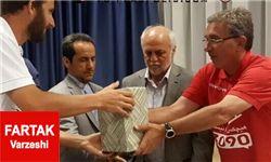 سفیر ایران در اوکراین به اعضای تیم پرسپولیس هدیه داد