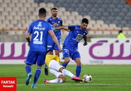 علی کریمی: پنالتی بود چون توپ به دست فرشید باقری خورد