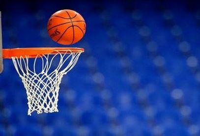 فیلم/تماشاچیانی که مسابقه بسکتبال را به جنگ تبدیل کردند!