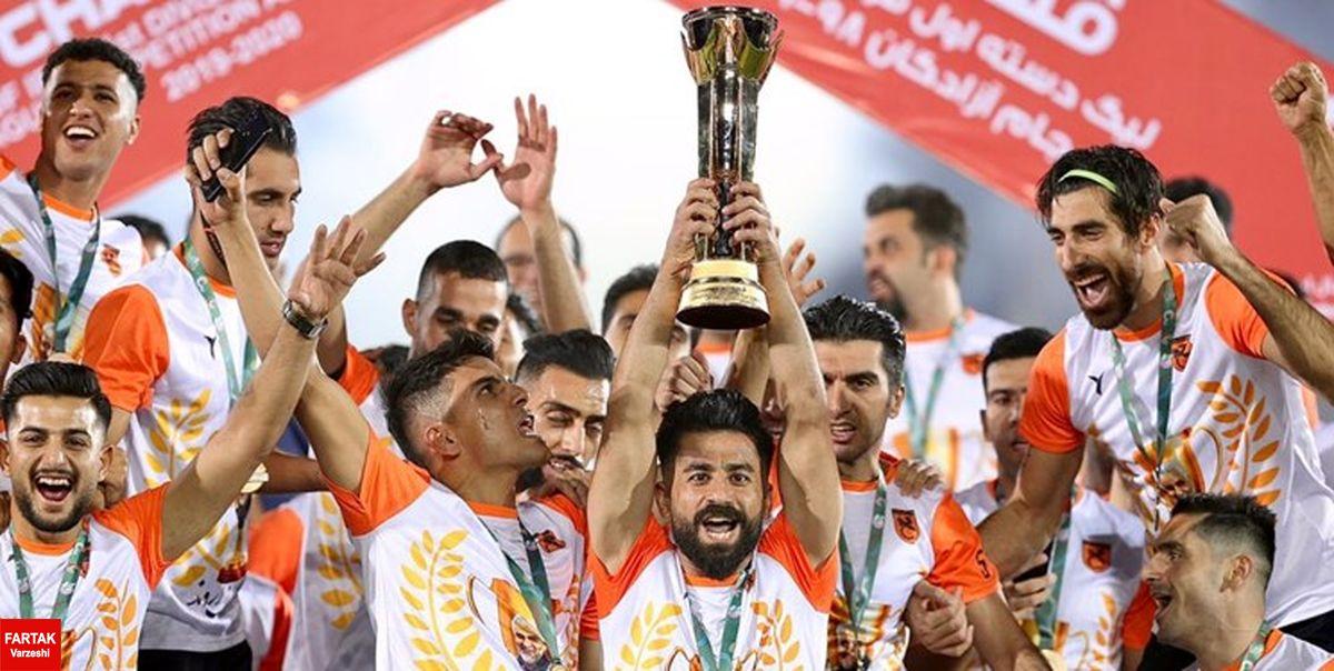 اهدای جام قهرمانی لیگ یک به کارگران مس سرچشمه
