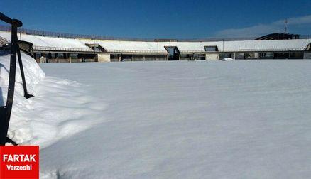 بارش برف باعث تعطیلی یک دیدار لیگ یکی شد